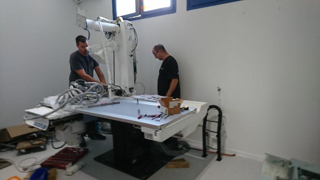 Installation de la nouvelle table d'examen à Pontcharra